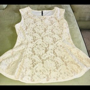 3/20 NWT Ivory Shimmer and Lace Top Size L